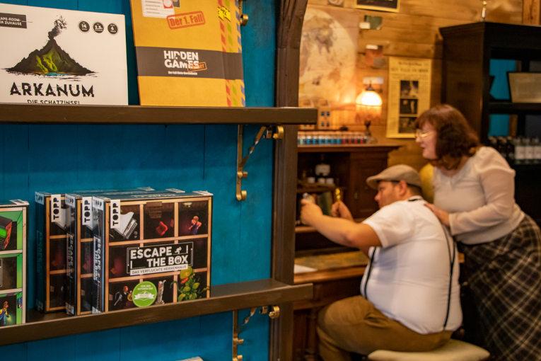 2 Mitarbeiter im Eloria Store